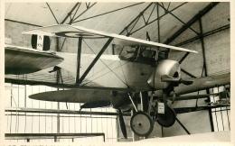 PHOTO SOUPLE NON LOCALISEE AVION DANS HANGAR - Aviation