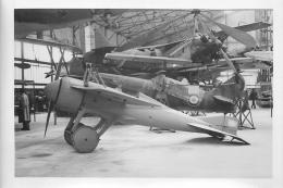PHOTO SOUPLE NON LOCALISEE AVION DANS UN HANGAR 98002 - Aviation