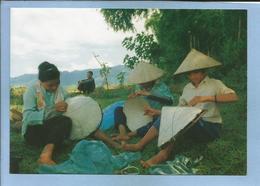 Cuôc Sông Doi Thuong Fabrication De Chapeaux Coniques (Viêt-Nam) 2 Scans Nghê Làm Non La - Vietnam