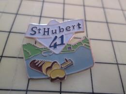2217 Pin's Pins / Rare Et Beau THEME ALIMENTATION / BEURRE INDUSTRIEL ST HUBERT 41 Si C'est Encore Du Beurre ??? - Alimentation