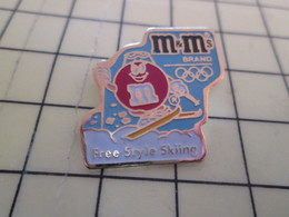 2317 Pin's Pins / Rare Et Beau THEME ALIMENTATION / CHOCOLATS M&M'S JEUX OLYMPIQUES FREE STYLE SKIING - Food