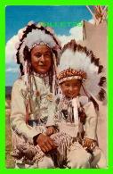 INDIENS -  CHIEF AND PAPOOSE - MIKE ROBERTS COLOR PRODUCTION - - Indiens De L'Amerique Du Nord