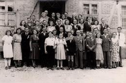 Grande Photo Originale Jolie Photo De Famille Pendant La Seconde Guerre Mondiale, Mode, Couettes, Chaussettes & Bananes - Anonymous Persons