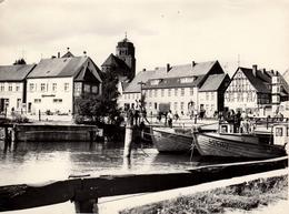 Grande Photo Originale Port Et Eglise En Allemagne à Identifier  Vers 1970/80 - Places