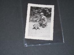 CHASSE - CHASSEUR ET SON TROPHEE = 2 Blaireaux ! - Photographs