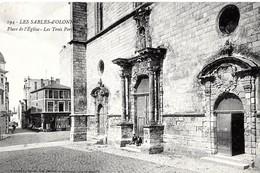 Sables D'Olonne. Les Trois Portes Sur La Place De L'église Des Sables D'Olonne. - Sables D'Olonne