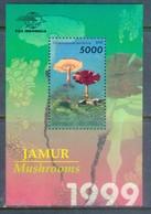 H63- Indonesia 1999 Mushrooms S/Sheet. - Funghi