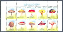 H66- Pakistan 2005 Mushrooms Stamps Set. - Funghi