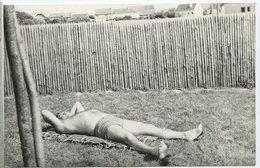 Jeune Homme Maillot De Bain Swimsuit Young Man  Brozage Baignade  Temps Calme Repos Dodo Sieste 60s 70s Gazon - Anonymous Persons