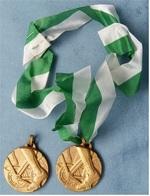2 X Medaille / Plakette Radsport  -  Ca. 40 Mm Durchmesser - Ohne Zuordnung