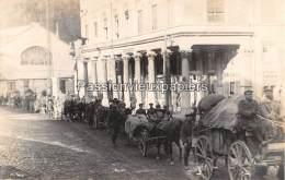 CARTE PHOTO ALLEMANDE SPA  1918  DEPART DES  ALLEMANDS  TRAVERSEE DE SPA  CHARIOTS - Spa