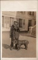 ! Fotokarte Photo, 02 BRUYERES Et MONTBERAULT, Kuhhirte Mit Hund, Frankreich, 1. Weltkrieg, 1914-1918, Echtfoto - France