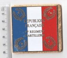 DRAPEAU 1° RA REGIMENT D' ARTILLERIE En Métal Doré - Drapeaux