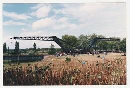 Photo Train Wagon Grue Diplodocus Du 5ème Régiment Du Génie De Versailles En Démonstration Lieu & Date à Situer - Eisenbahnen