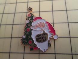 Sp17 Pin's Pins / Rare Et Beau THEME NOEL / PERE NOEL ET SAPIN Tirage Numértoté 22877 - Christmas