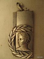 Medaille De Sport  Vers 1930  4 Cm Sur 2 Cm 5   Tb état - Francia