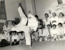 JUDO CLUB DE MONACO . MAITRE IMBERT .DEMONSTRATION PAR MAITRE JAPONNAIS ABBE - Sports De Combat