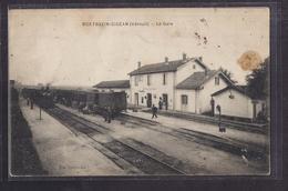 CPA 34 - MONTBAZIN GIGEAN - MONTBAZIN-GIGEAN - La Gare - TB PLAN Intérieur 2 TRAINS Locomotives Wagons TB ANIMATION - France