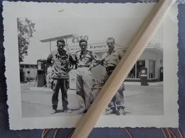 PHOTO STATION SERVICE DES REMPARTS ESSO  MILITAIRES JUIN 1958 - Foto