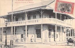 MADAGASCAR - MAJUNGA : Pharmacie Coloniale / Comptoir Photographique - CPA - Madagasikara Madagaskar - Madagascar