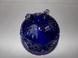 VIDE POCHE EN CRISTAL DE POLOGNE BLEU SUR TROIS PIEDS 12.5 X 11 CM 610 GR - Glass & Crystal