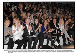 COLLECTION PRET A PORTER - PEOPLE AU DEFILE DE MODE ''STELLA MCCARTNEY'' PRINTEMPS ETE 2010 PARIS - Célébrités