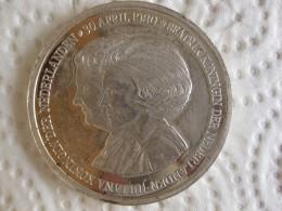 Pays-Bas Médaille En Argent Beatrix Et Juliana 30 Avril 1980. - Jetons En Medailles