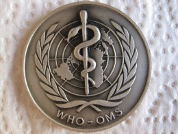 Suisse Médaille En Argent Organisation Mondiale De La Santé – Nouveau Siege – Genève 1966, Par HUGENIN. - Jetons En Medailles