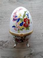 Oeuf En Porcelaine Décor Fleurs Fermeture Fleur  D'autres Sur Le Site - Uova