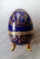 Oeuf En Porcelaine Décor Divinités égyptiennes Fermeture Fleur  D'autres Sur Le Site - Oeufs