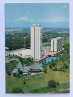 ABIDJAN ( COTE D´IVOIRE / AFRIQUE ) - Hotel IVOIRE , Vue Du Bâtiment Depuis Le Parc / Plan D´eau - Côte-d'Ivoire
