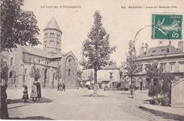 LAU-   MAURIAC  DANS LE CANTAL PLACE DE L'HOTEL DE VILLE      CPA  CIRCULEE - Mauriac
