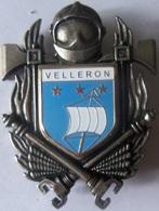 INSIGNE SAPEURS POMPIERS  VELLERON - Firemen