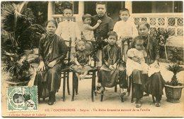 INDOCHINE CARTE POSTALE DE COCHINCHINE -SAIGON -UN RICHE ANNAMITE ENTOURE DE SA FAMILLE AYANT VOYAGEE - Postales