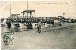 INDOCHINE CARTE POSTALE DE COCHINCHINE -MYTHO -PONT SUR L'ARROYO AYANT VOYAGEE - Postales