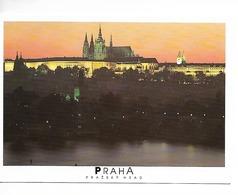 TCHECOSLOVAQUIE / PRAGUES (PRAZSKY HRAD)  De Nuit / CPM écrite Non Datée / Grosse Pliure !! - Czech Republic