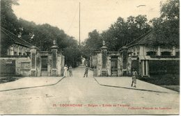 INDOCHINE CARTE POSTALE DE COCHINCHINE -SAIGON -ENTREE DE L'ARSENAL AYANT VOYAGEE - Postales