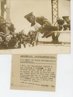 PHOTOS ORIGINALES - 1938 - Le Chancelier HITLER Dans Son Automobile à Son Arrivée à BRAUNAU  - Cliché FRANCE PRESS - Personnes Identifiées