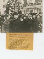 PHOTOS ORIGINALES - 1937 - URSS - RUSSIE - Funérailles D' ORDJONIKIDZE Avec STALINE , MOLOTOV ,... -Cliché FRANCE PRESS - Personnes Identifiées