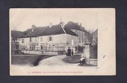 Auberive (52) Un Coin De L' Abbatiale - A Droite L' Ancienne Mairie ( Animée ) - Auberive