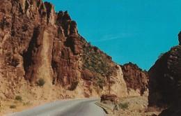 CARTE POSTALE ORIGINALE DE 9CM/14CM : BEAUTIFUL ROCK FORMATIONS DEVIL'S CANYON BETWEEN GLOBE AND PHOENIX ARIZONA USA - Phoenix