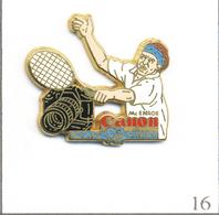 Pin's RG 1991 - Sponsor Canon Mc Enroe  - Cartouche Bleu - Version Tee-Shirt Blanc & Bandeau Bleu. Est. A.B. T609-16 - Tennis