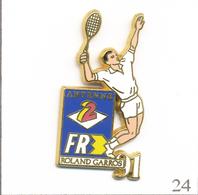 Pin's Sport - Tennis / Roland Garros 1991 - Couverture Télés Antenne 2 & FR3. Est. Arthus Bertrand. T609-24 - Tennis