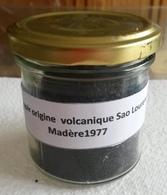 Minéral Sable No Flacon 310 Grir Origine Volcanique Madère San Lourenço 1977 - Sable