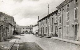 CPSM Dentelée - ISCHES (88) - Aspect De La Route De Lamarche En 1960 - Autres Communes
