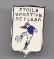 Pin's Etoile Sportive De Fléac En Charente Dpt 16 Foot Ball Réf 2792 - Football