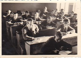 Foto Deutsche Soldaten Bei Funkerausbildung - 2. WK - 8*5,5cm (35417) - Krieg, Militär