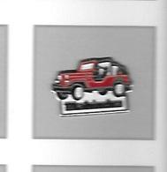 Pin's  Automobile  Rouge  4 X 4  MAHINDRA  Voir  Description - Badges