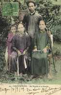 COCHINCHINE Un Notable Et Sa Famille + Beau Timbre Colorisée RV - Viêt-Nam
