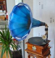 Gramophone Pathe   1908 - Musical Instruments